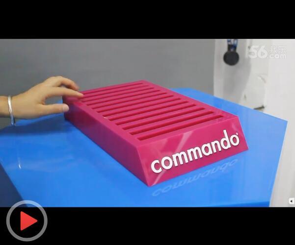 红色亚克力袜子架 卡槽式展示架视频介绍